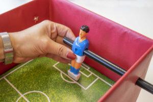 Voetbaltafel Surprise Voetbalpop Bevestigen